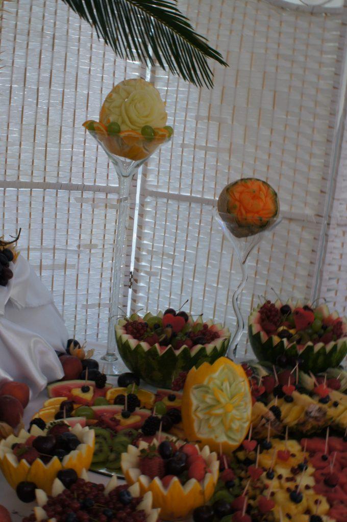 fruit carving, dekoracje owocowe, stół z owocami, pokazy i warsztaty carvingu, fontanna czekoladowa