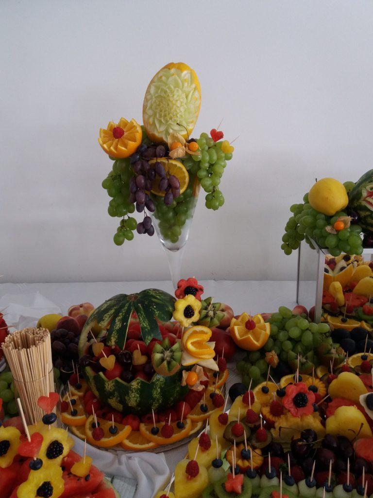 fruit carving, fruit bar, stół z owocami, dekoracje owocowe, fontanna czekoladowa Hacjenda Malanów