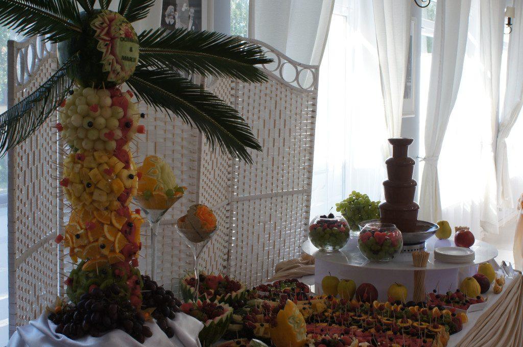 palma owocowa, fontanna czekoladowa, dekoracje owocowe