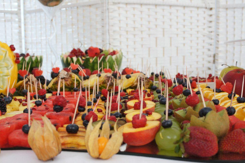 stół owocowy, dekoracje owocowe, fruit carving