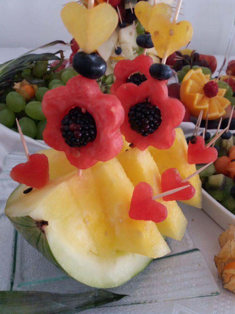 stół z owocami, bufet owocowy, dekoracje owocowe Hacjenda Malanów