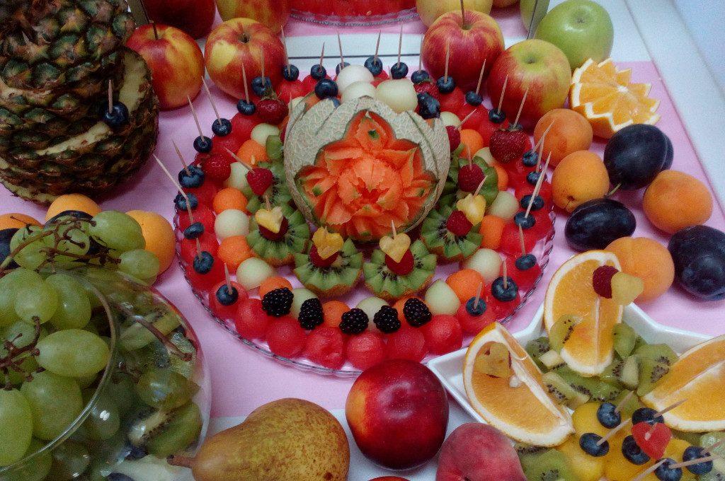 stół z owocami, stół owocowy, dekoracje owocowe, fruit carving