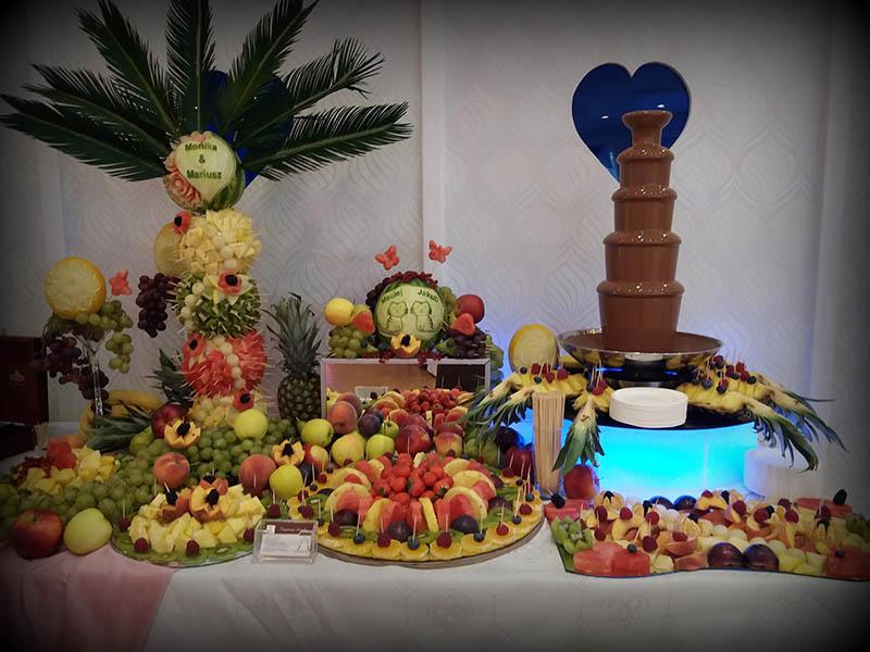 Fontanny czekoladowe i bufet owocowy