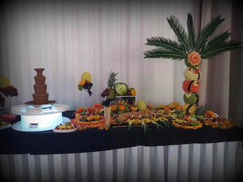 Fontanny czekoladowe z palmami owocowymi