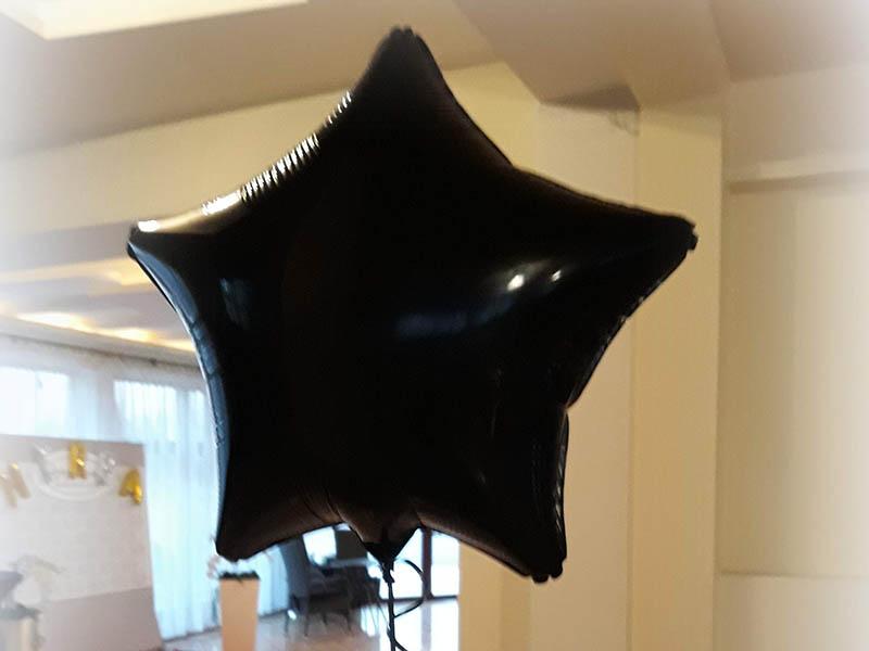 Czarny balon z helem