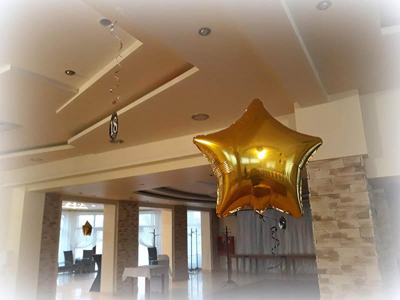 balon z helem złote gwiazdki