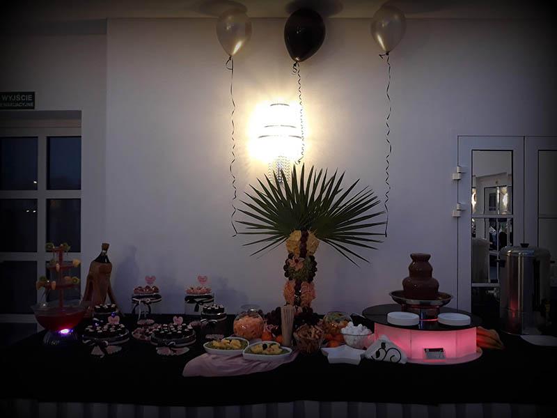 fontanny czekoladowe i palma owocowa