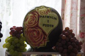 STÓŁ OWOCOWY Dom weselny Jola w Kolnicy, dekoracje owocowe Jola w Kolnicy, stół z owocami, bufet owocowy, fruit carving