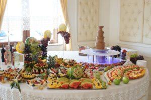 STÓŁ OWOCOWY Przepiórka Świnków, fontanna czekoladowa, stół z owocami, dekoracje owocowe Przepiórka Świnków, bufet owocowy, fruit carving