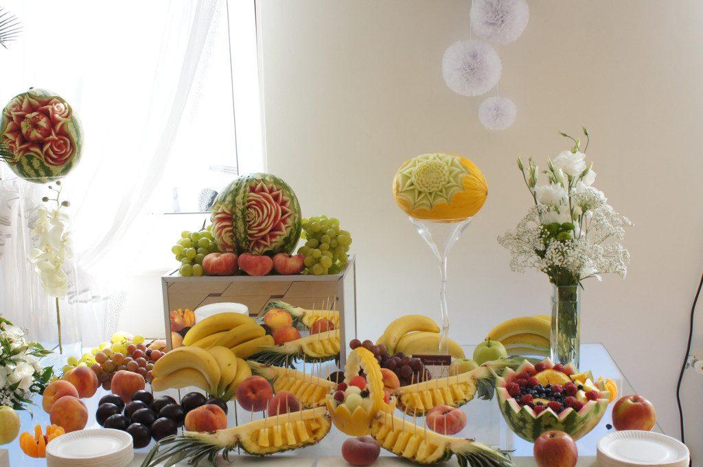 bufet owocowy, stół owocowy Eden w Turku, stół z owocoami, dekoracje owocowe Eden w Turku, carving Turek