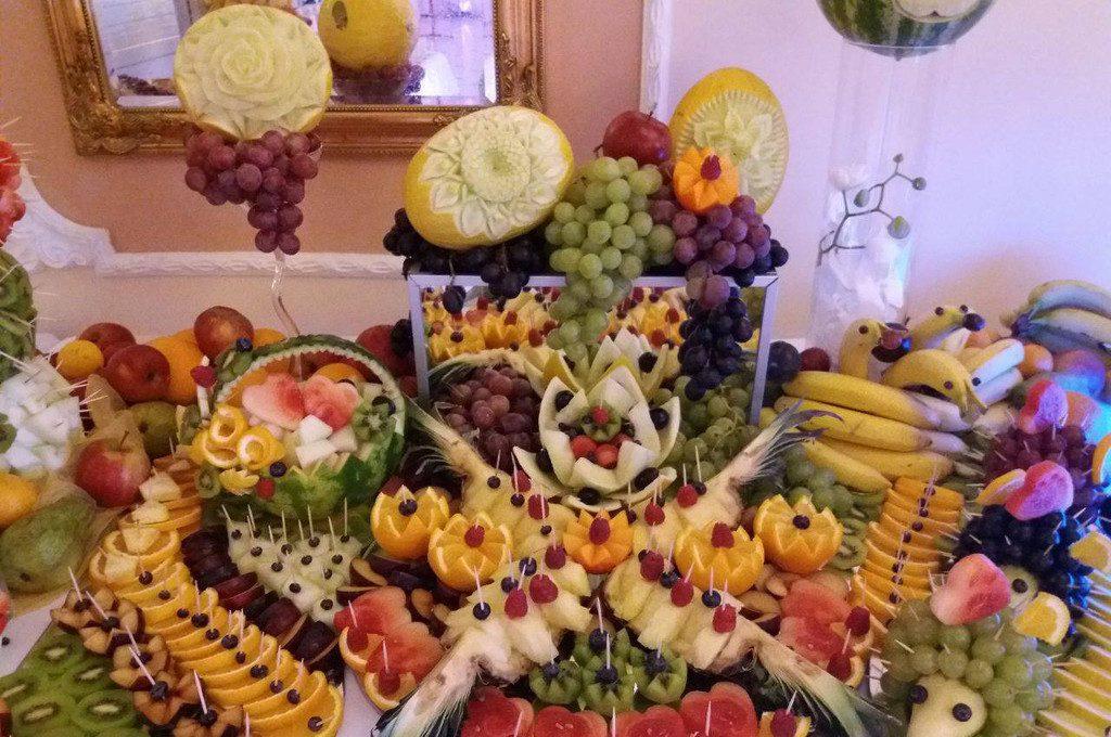 dekoracje owocowe Zajazd Staropolski Turek, fontanna czekoladowa Turek, stół z owocami, bufet owocowy, STÓŁ OWOCOWY Staropolski Olszówka
