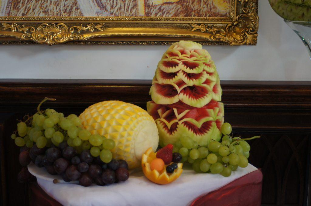 dekoracje z owoców, stół owocowy, stół z owocami, fruit carving Gostynin