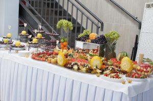 fruit carving, stół owocowy Biały Fortepian Koło, stół z owocoami, dekoracje owocowe Biały Fortepian w Kole, carving Konin