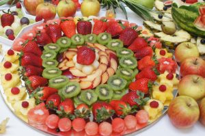 owoce na impezę, lustro z owocami, lustra owocowe, stół z owocami Turek, Koło, Łódź, Konin, Kalisz, Sompolno