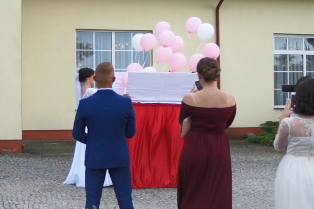 prezent z balonami z helem, mega prezent z balonami, balloon box Łódź, Uniejów, Turek, Zajazd Staropolski