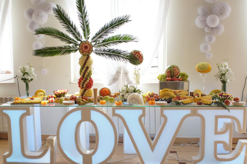 stół owocowy Eden w Turku, stół z owocoami, dekoracje owocowe Eden w Turku, carving Turek