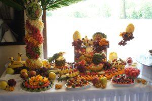 stół owocowy Klisza Wola Grzymkowa, fruit carving, stół z owocami, dekoracje owocowe , fontanna czekoladowaKlisza Wola Grzymkowa, carving Łódź
