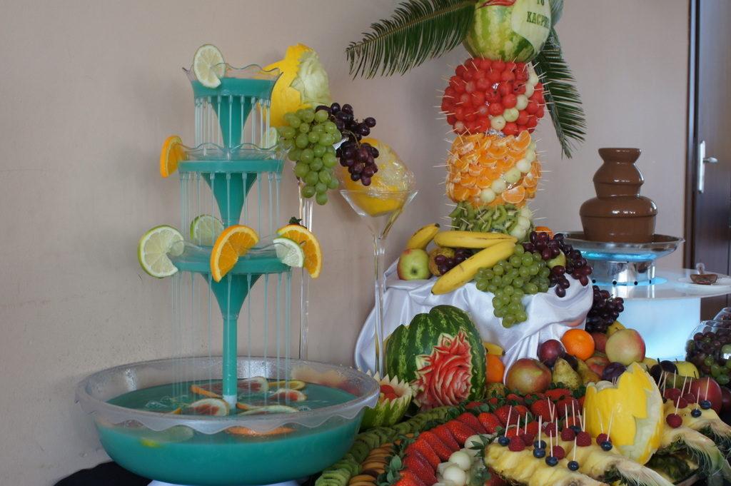 fontanna alkoholowa Koło, stół owocowy na 18stkę Koło, stół z owocami Kłodawa, fontanna czekoladowa Konin