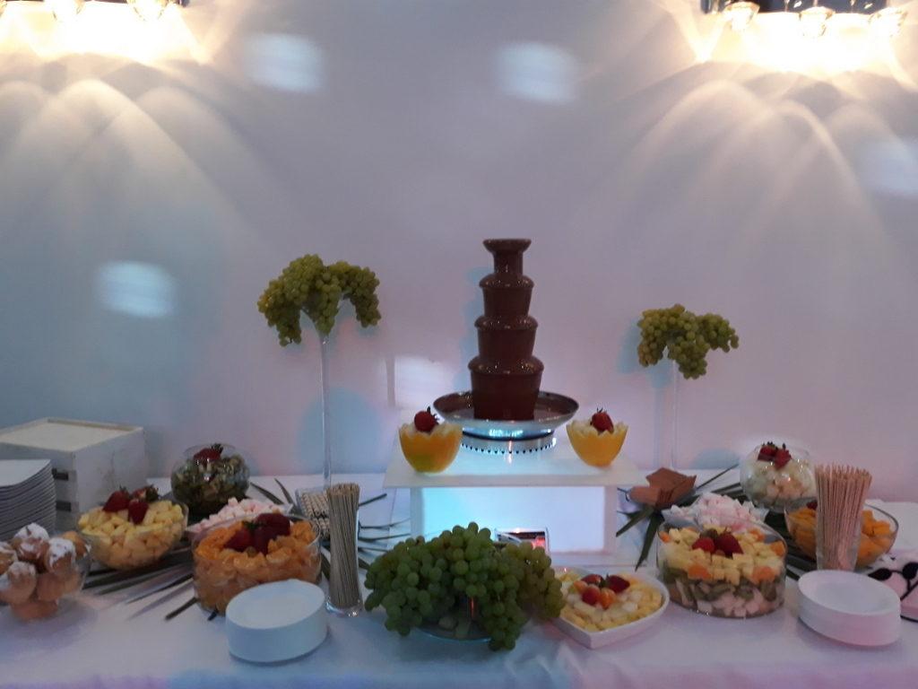 fontanna czekoladowa Łódź, fontanna czekolady i owoce Rzgów, fontanna czekoladowa Pabianice, fontanna z czekolady Cristal Rzgów