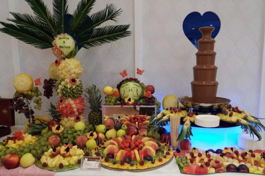 Fontanna czekoladowa i bufet owocowy