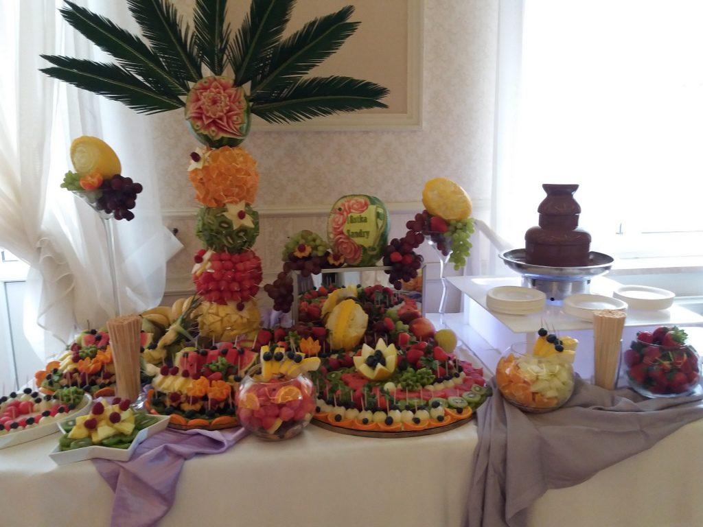 fontanna czekoladowa, palma owocowa, tół owocowy na 18stkę Pabianice