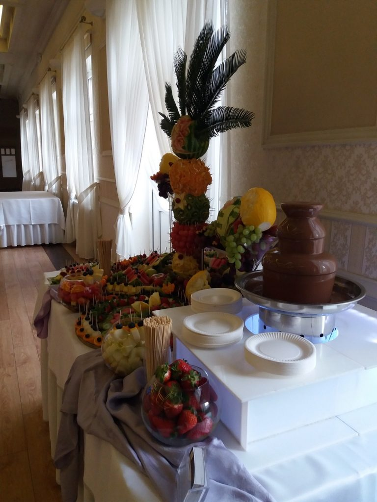 fontanna czekoladowa, stół owocowy, fruit bar Pabianice