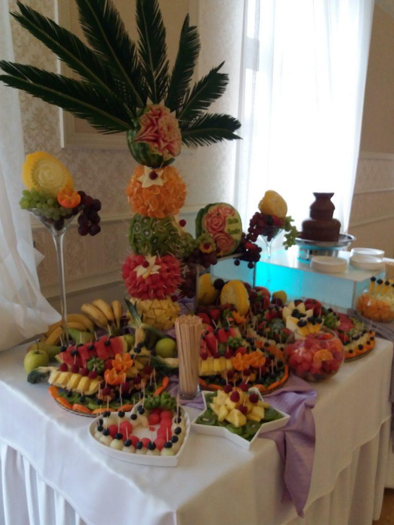 fontanna czekoladowa, stół z owocami na 18stkę Pabianice