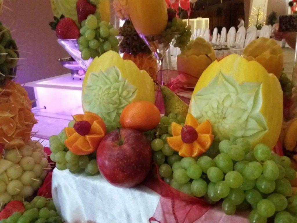 fontanna czekolady Koło,stół z owocami Turek, fontanna czekoladowa Włocławek, dekoracje owocowe, atrakcje na 18stkę