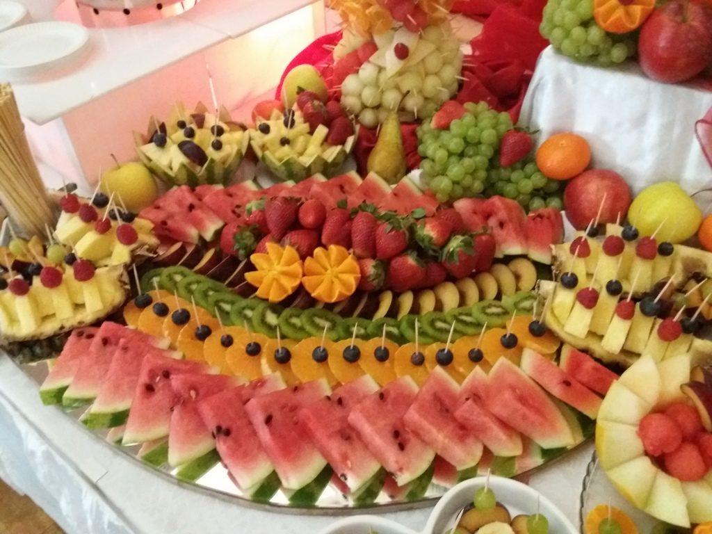 fontanna czekolady Konin,stół z owocami Koło, fontanna czekoladowa Turek, dekoracje owocowe, fruit carving, atrakcje na 18stkę