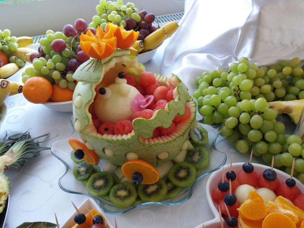 palma owocowa, dekoracje owocowe, fruit carving na Chrzest, fontanna czekoladowa na Chrzest w. Dąbie Kujawskie