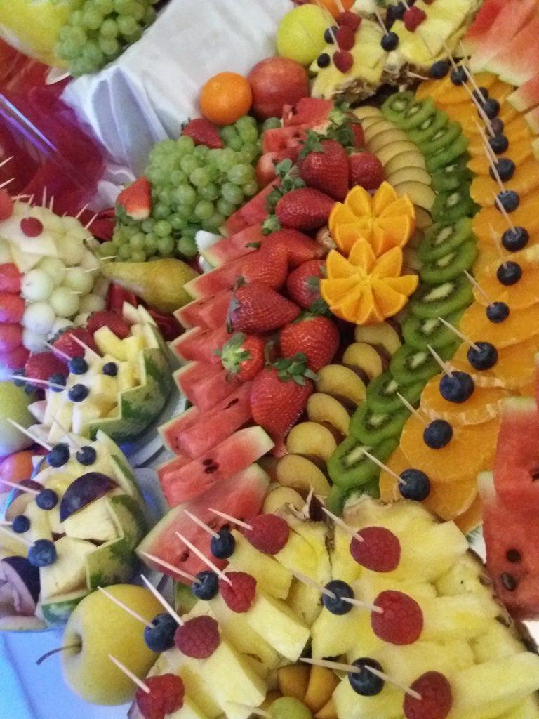 stół owocowy Koło,stół z owocami Konin, fontanna czekoladowa Ślesin, dekoracje owocowe, atrakcje na 18stkę