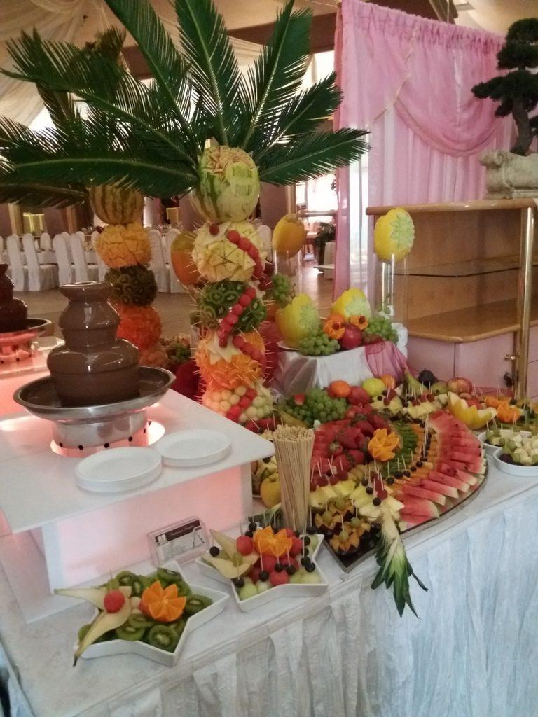 stół owocowy Maggi Rogoźno,stół z owocami Konin, fontanna czekoladowa Ślesin, dekoracje owocowe, atrakcje na 18stkę
