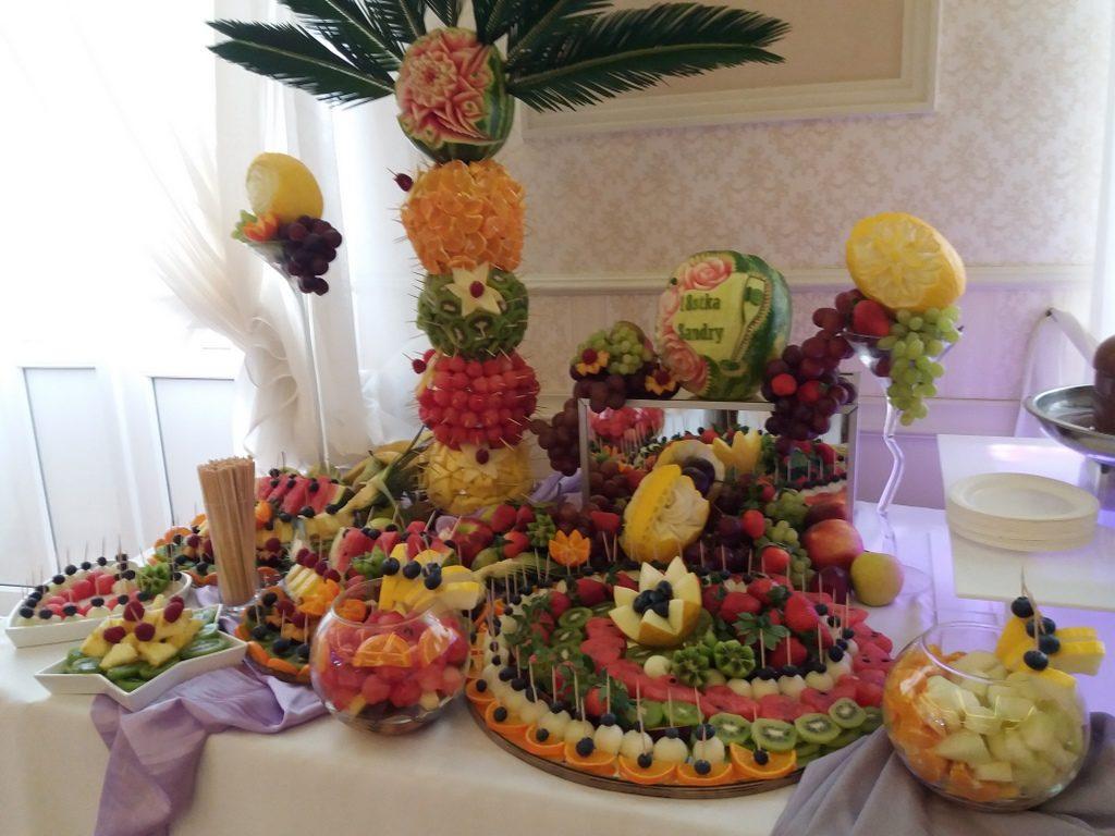 stół owocowy, fruit carving, palma owocowa, fontanna czekoladowa na 18stkę Pabianice