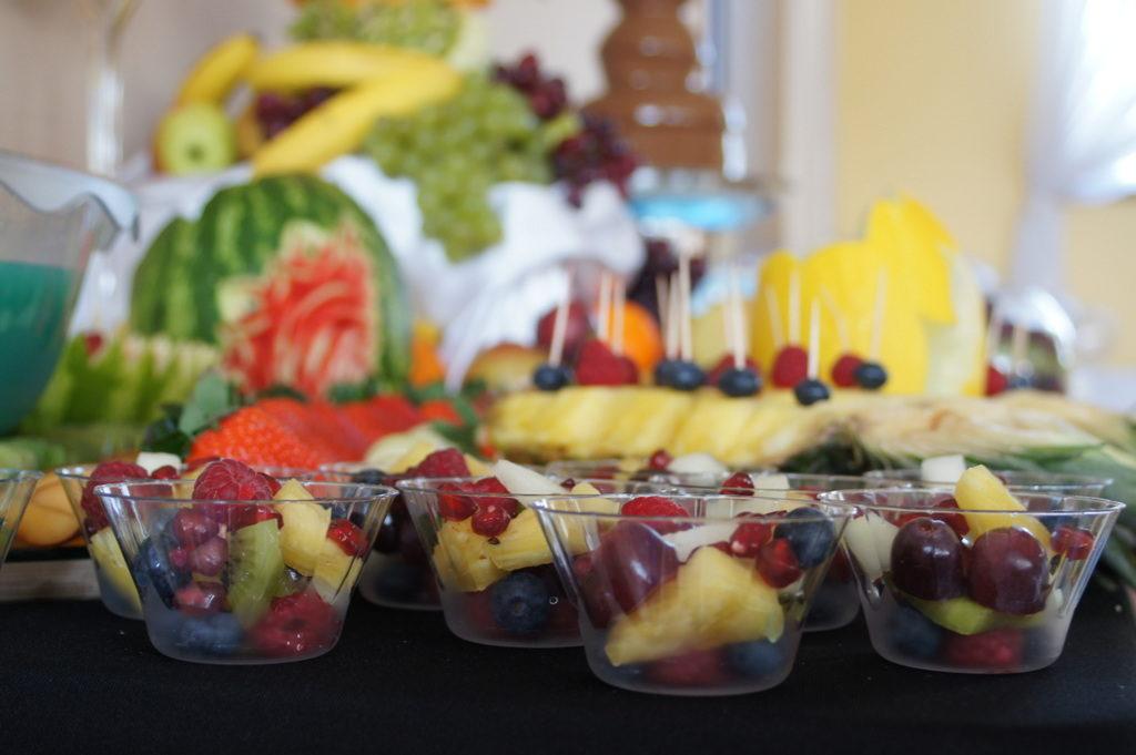 stół owocowy na 18stkę Koło, stół z owocami Kłodawa, fontanna czekoladowa Konin