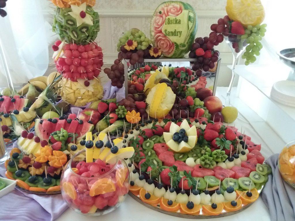 stół z owocami, fontanna czekoladowa, palma owocowa Pabianice
