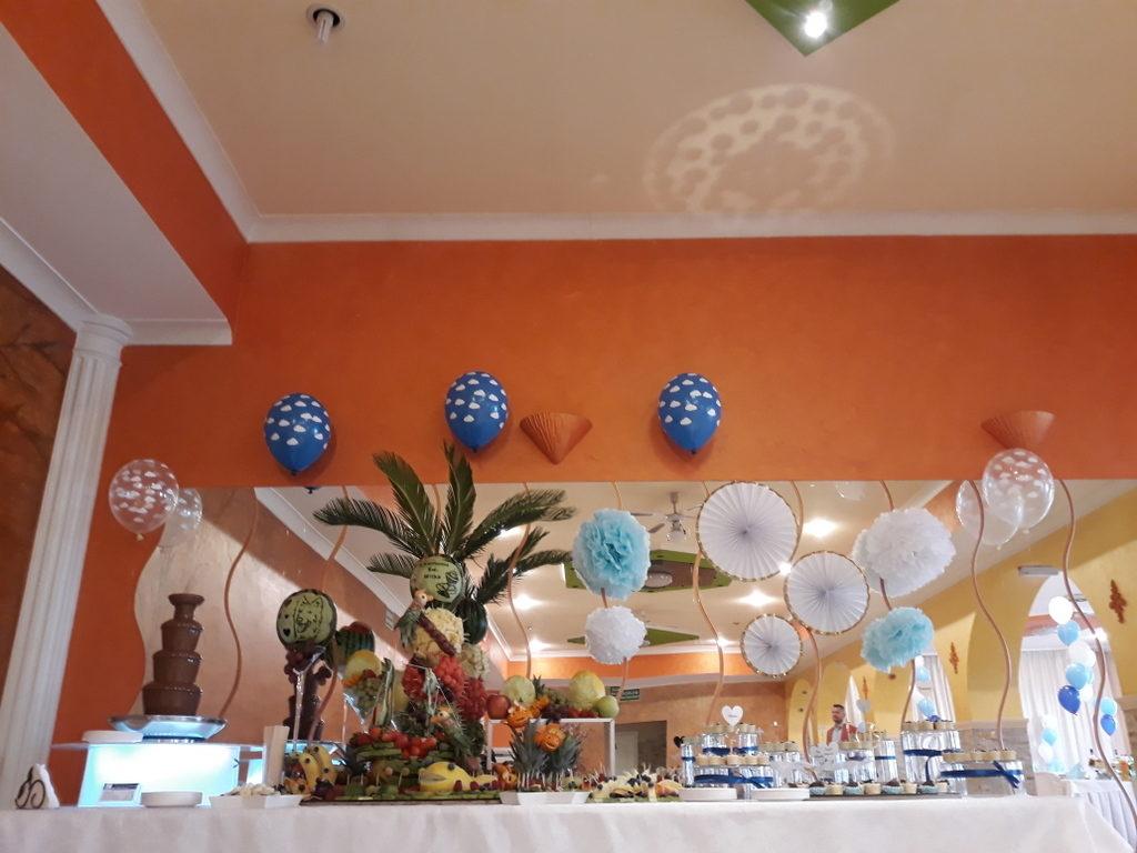 fontanna czekoladowa, stół owocowy, candy bar, dekoracje owocowe, dekoracje balonowe na I Komunię Poznań, Turek, Łódź,