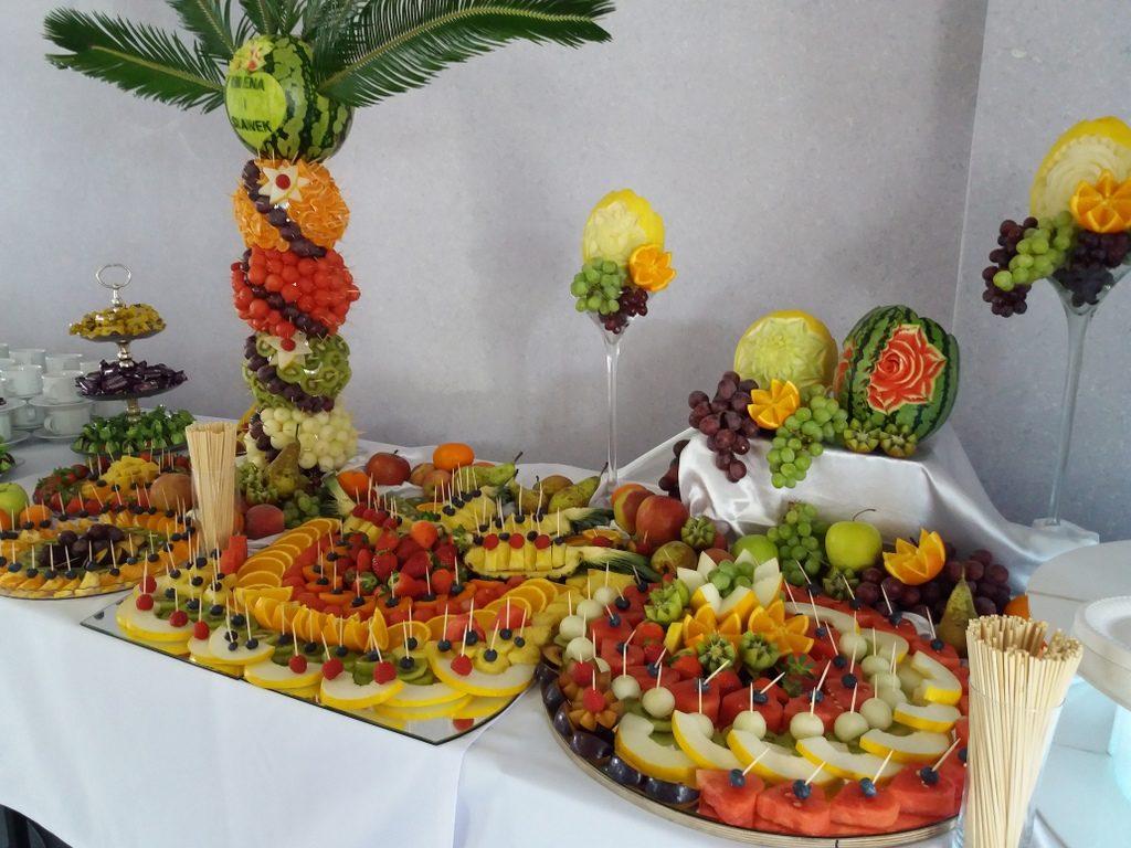 stół owocowy, fontanna czekoladowa, dekoracje owocowe, fruit carving Kleczew, Konin, Turek, Koło