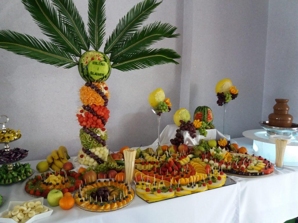 stół owocowy, fruit bar, fontanna czekoladowa, dekoracje owocowe, fruit carving Kleczew, Konin, Turek, Koło