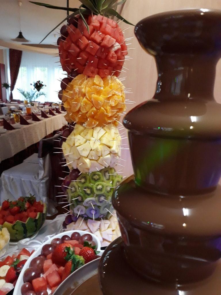 fontanna czekoladowa Śrem, palma owocowa, Restauracja Relax w Śremie