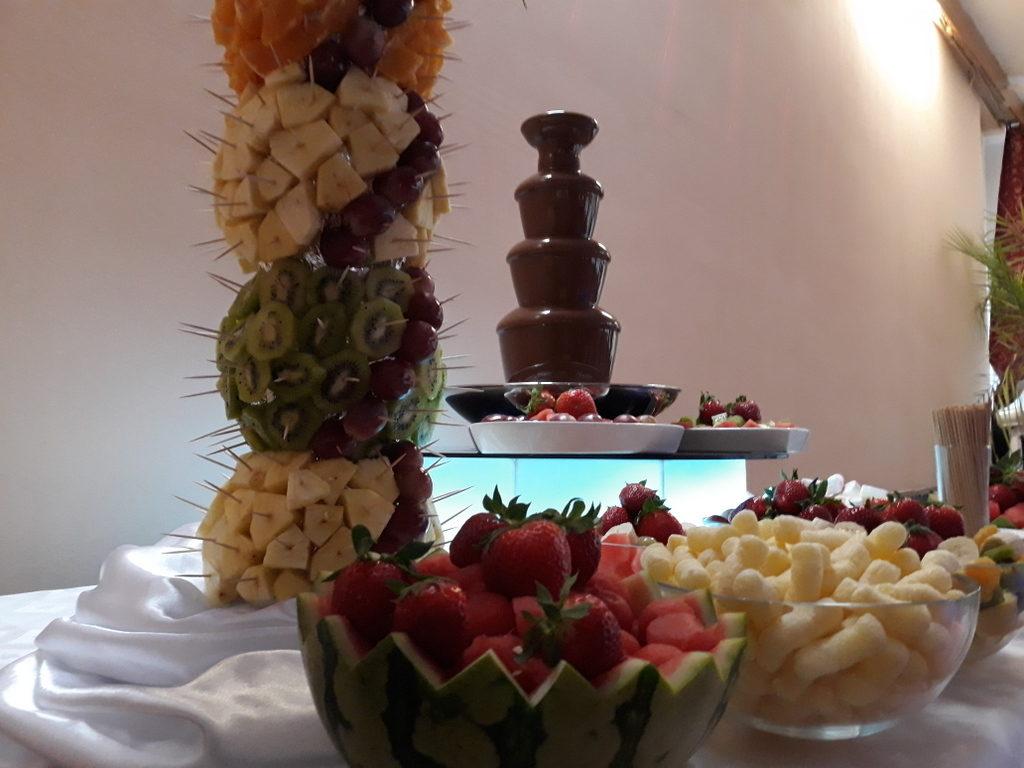 fontanna czekoladowa Śrem, palma owocowa, atrakcje na 40 lecie ślubu, Restauracja Relax w Śremie