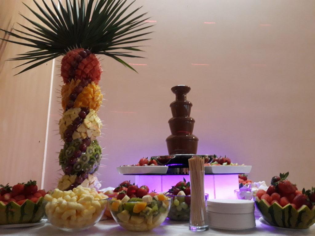 fontanna czekoladowa Śrem, palma owocowa, atrakcje na rocznicę ślubu, Restauracja Relax w Śremie