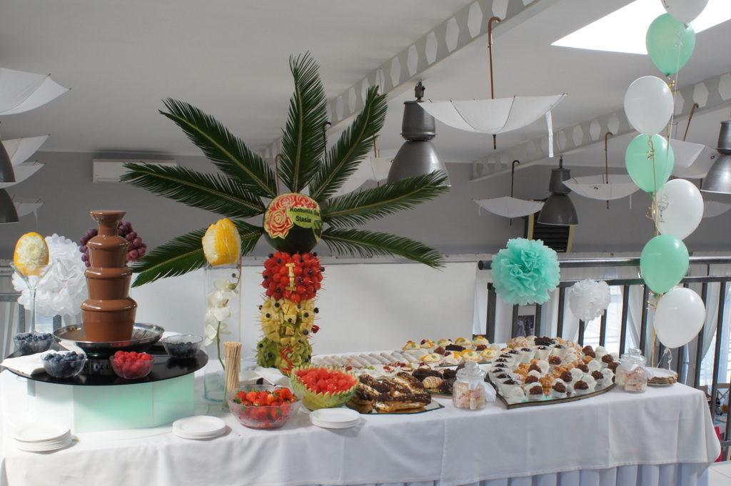 fontanna czekoladowa, stół z owocami, słodki stół, candy bar na komunię