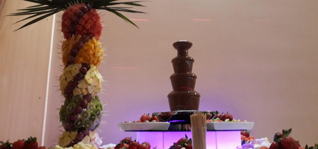 fontanna z czekolady Poznań, fontanna czekoladowa Śrem, palma owocowa, atrakcje na 40 lecie ślubu, Restauracja Relax w Śremie, wyróżnienie