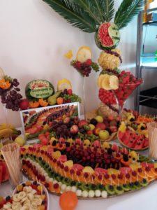 stół z owocami, fruit carving, fruit bar, plma owocowa Biały Pałac Konstantynów Łódzki