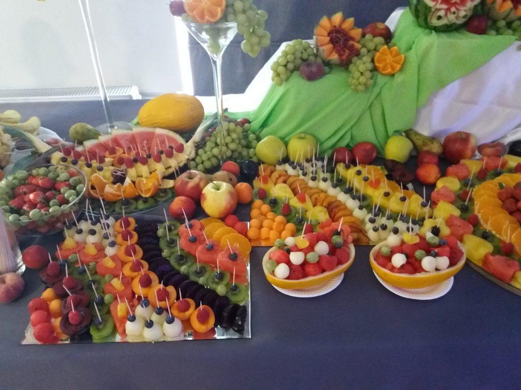 bufet owocowy, fruit carving, dekoracje owocowe, fruit bar, stół owocowy Moran Spa Powidz