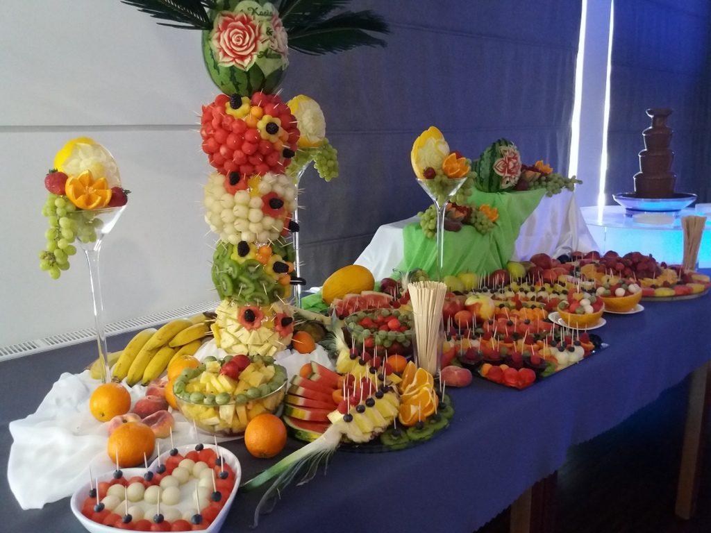 fontanna czekoladowa, fruit carving, dekoracje owocowe, fruit bar, stół owocowy, dekoracje owocowe, Moran Spa Powidz