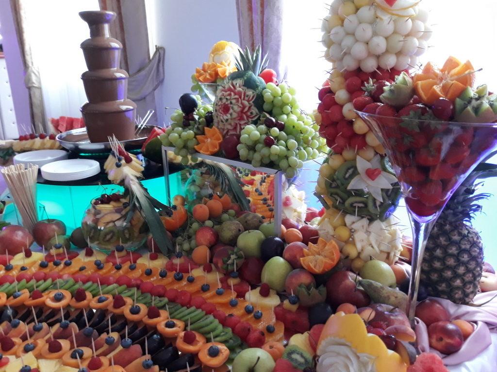 fontanna czekoladowa, palma owocowa, stół z owocami, fruit carving, Poznań, Warszawa, Konin, Kalisz