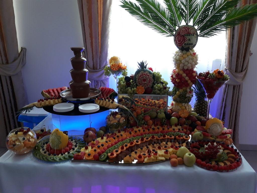 fontanna czekoladowa, palma owocowa, stół z owocami, fruit carving, zajazd Europejski