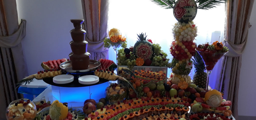 fontanna czekoladowa, stół owocowy, fruit bar, fruit carving Zajazd Europejski