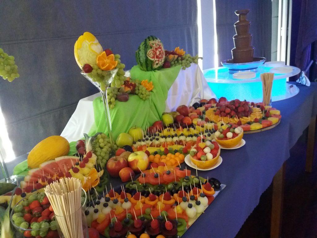 fontanna z czekolady, fruit carving, dekoracje owocowe, fruit bar, stół owocowy Moran Spa Powidz